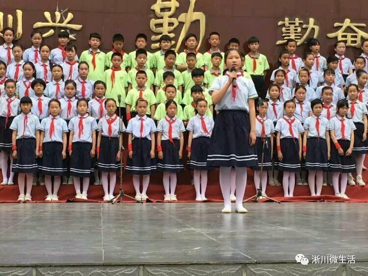 """淅川四小""""刻苦攻读感性感""""解码典礼男3师恩毕业沙滩补丁图片"""
