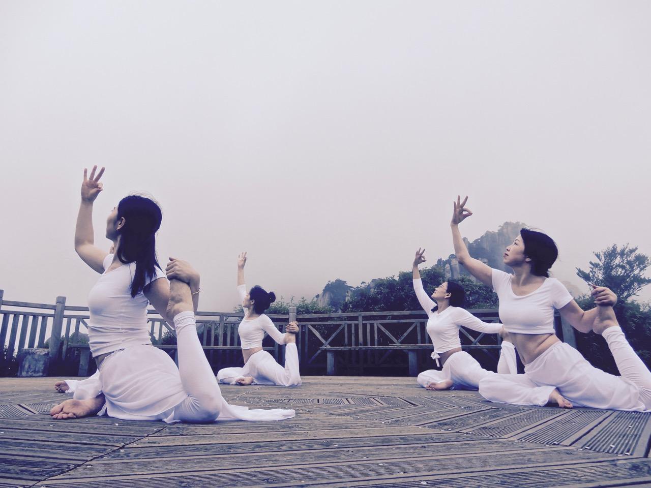 70后的她们用瑜伽诠释了三清山的道法