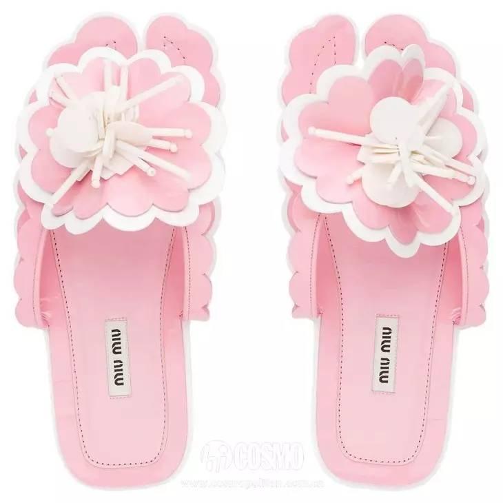 小时候备受嫌弃的塑料拖鞋,竟然真的在时尚圈翻身了! 服饰潮流 图11