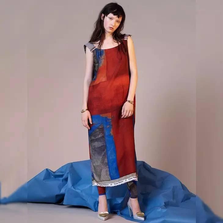 小时候备受嫌弃的塑料拖鞋,竟然真的在时尚圈翻身了! 服饰潮流 图39