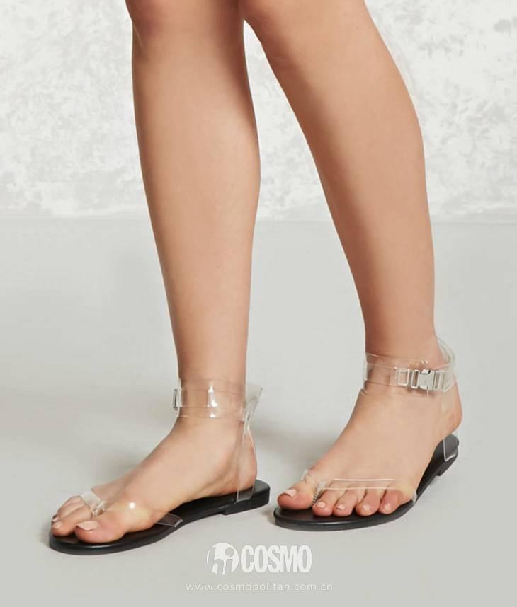 小时候备受嫌弃的塑料拖鞋,竟然真的在时尚圈翻身了! 服饰潮流 图37