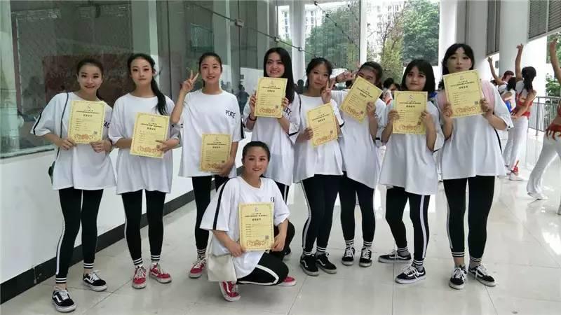 惠水二中代表队在2017年贵州省全民健身操舞 比赛中喜获佳绩