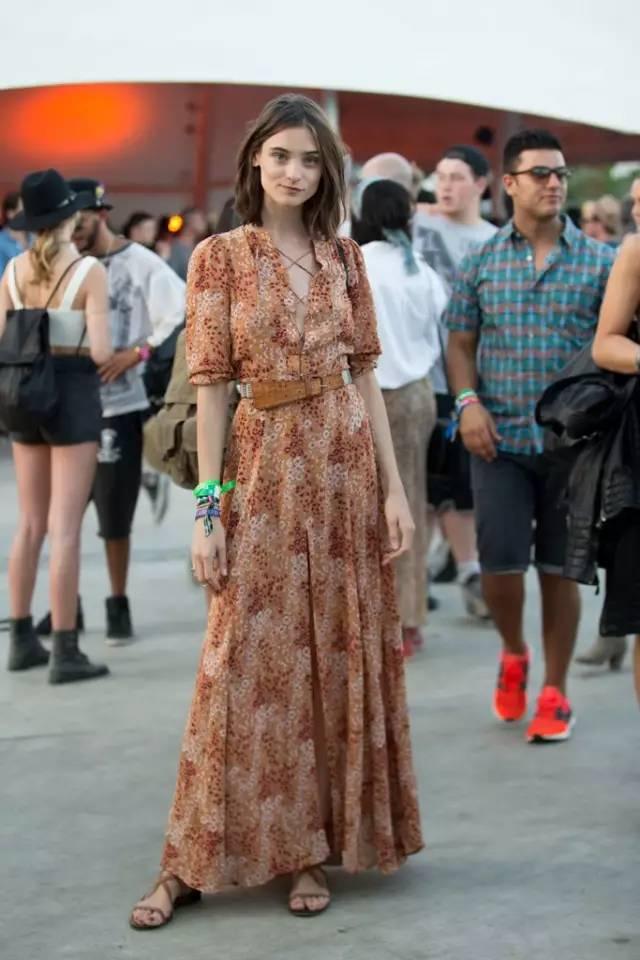 今夏流行开满花的裙子,穿对真的美哭