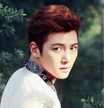 清爽的露额短发发型,男生无刘海发型更man,帅气的背头配合时尚的纹理图片