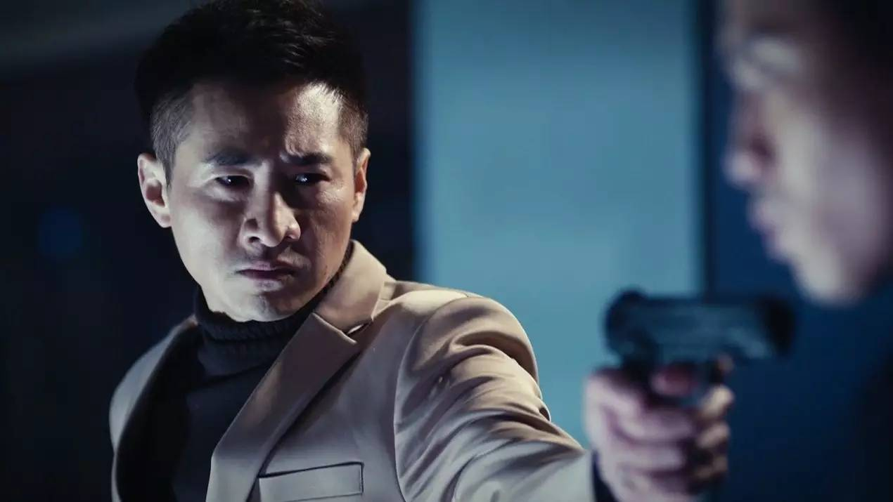 世界上最遥远的距离――我是香港卧底,而你是大陆的化妆侦察员