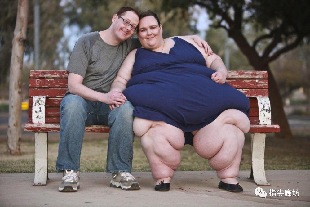 世界上最胖的人1400斤_世界上最胖的人,同样来自美国,她目前的体重是1400斤,而且她打算继续
