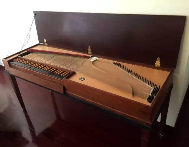 明亮悠扬——走近魅力古钢琴图片
