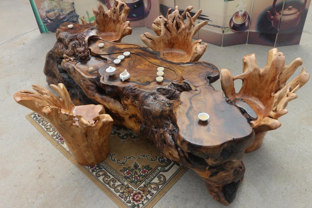 """花梨木根雕茶台:其木纹有若虎皮纹,亦类狸斑,又名""""花狸"""",属于红木中的"""