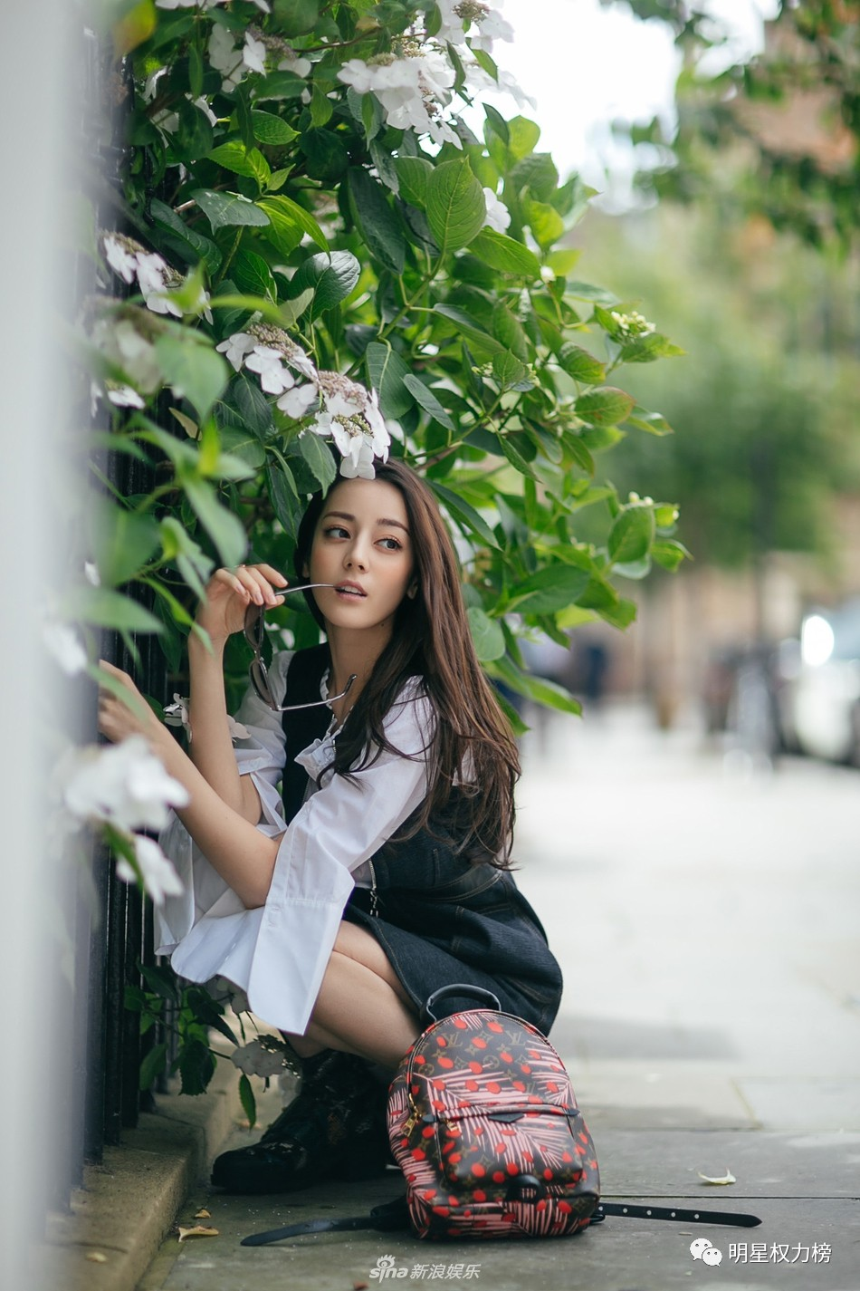 王俊凯启程米兰时装周 迪丽热巴最新街拍清新可人 黄景瑜异域大片别图片
