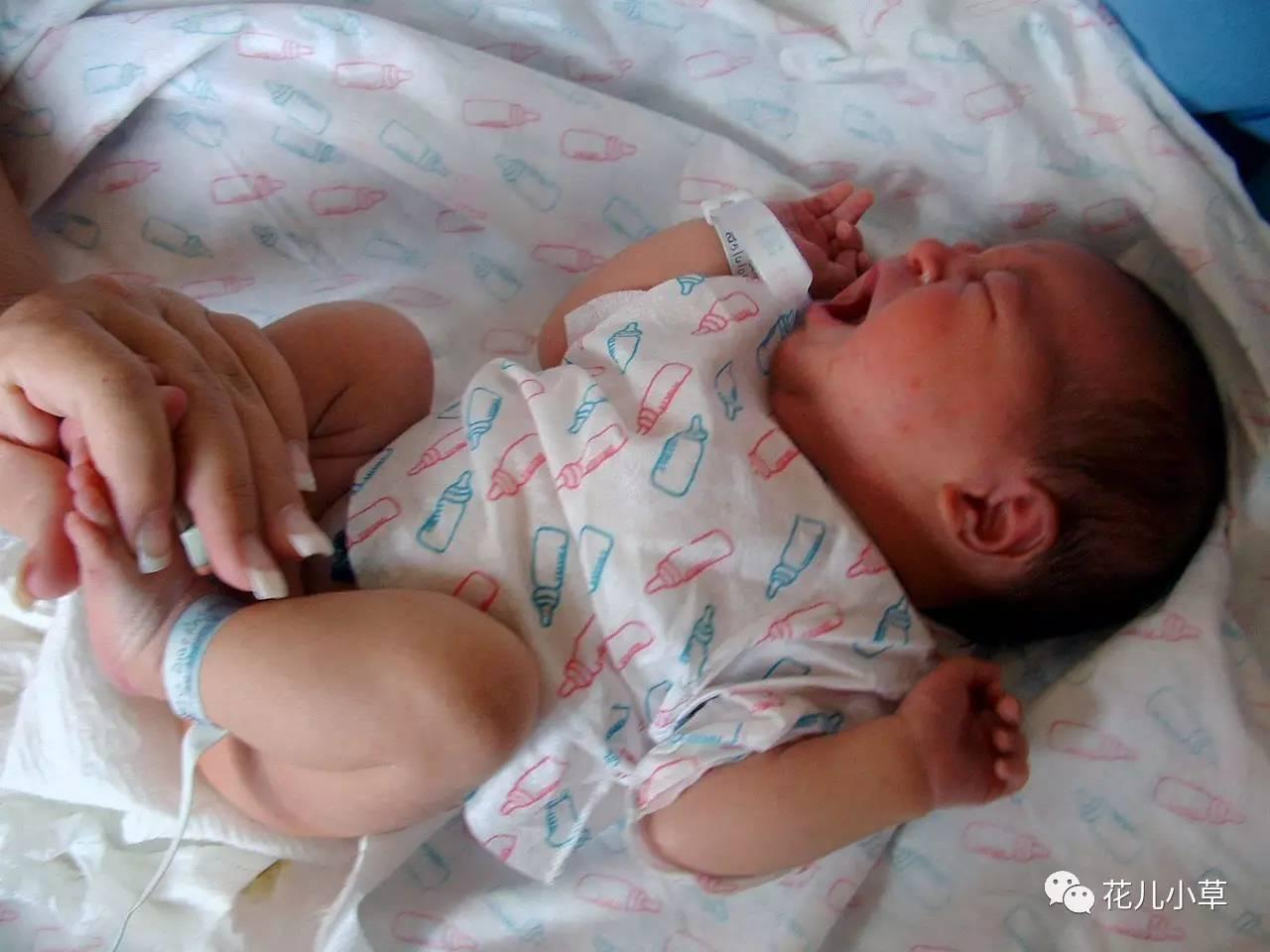 """家有新生儿的父母注意!如果发现宝宝尿布上出现这个"""""""
