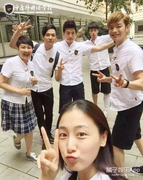 拍摄地是重庆外国语学校,他们的校服也很好看图片