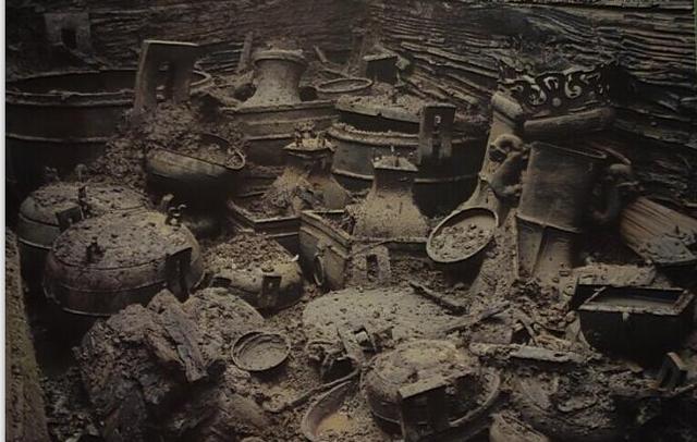 """这些陵墓中的青铜器实在诡异,最后一件怪得上天了"""""""