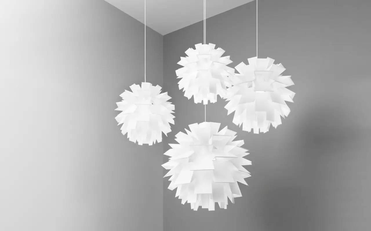 不仅造型别致,灯体优雅,还废物利用,迎合当下的环保趋势,可以说又美又
