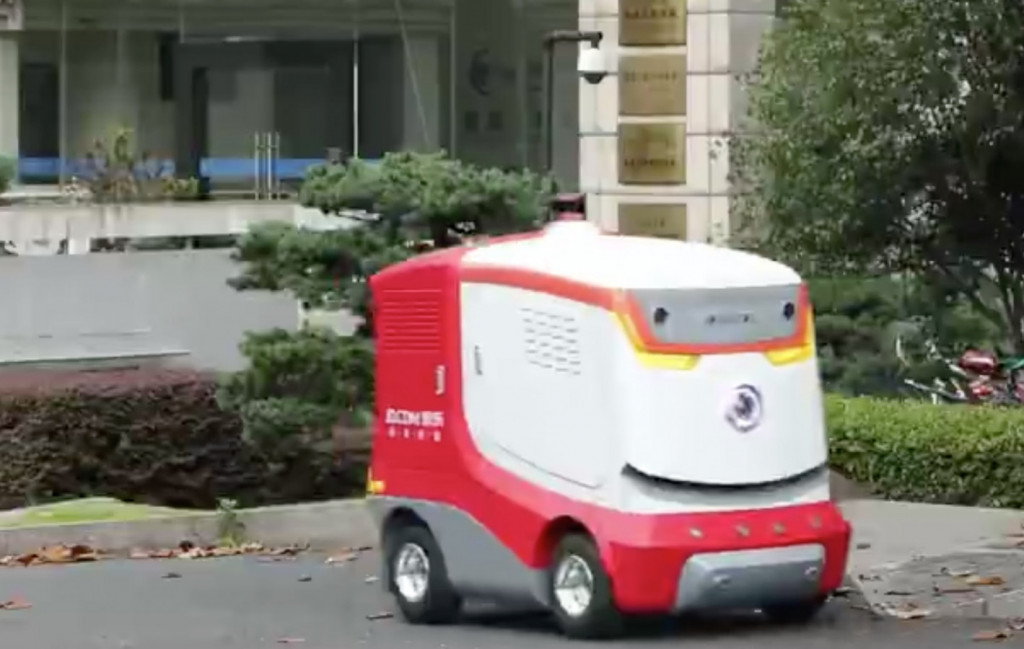 京东配送机器人上线运营,在人大完成首单配送