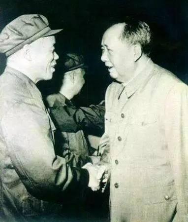 万幸有这样一位虎胆开国上将,海南岛才能在我们手中!