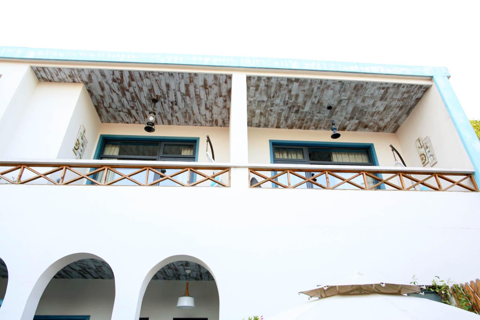 朱家角古镇上的蓝白色小楼,浓浓地中海风,好洋气