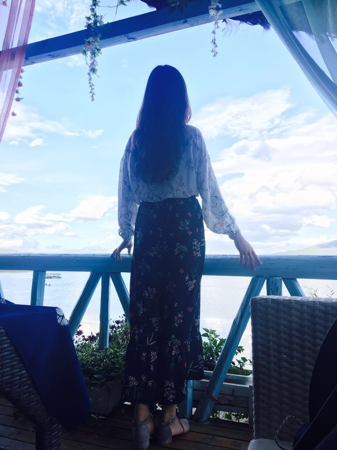 坐在一段时光深处,一半沉醉在风里一半零落在丽江