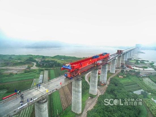 成贵铁路四川段架梁完成,贵阳到成都约3小时!在民族与自然的交织中,体验一段震撼人心的旅程!