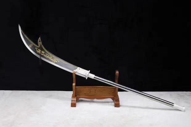 古代人用的兵器现代人拿不动,有些是健身用的