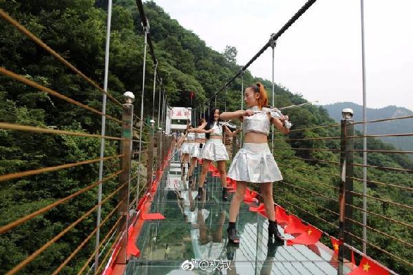 玻璃天桥已经开业,你敢来挑战吗?
