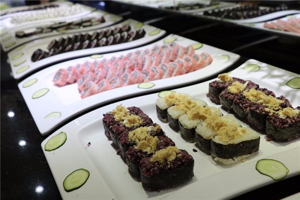 全是纯手工制作 4 除了西餐牛排,甜点,寿司,饮料 滋补的冬瓜排骨汤,用