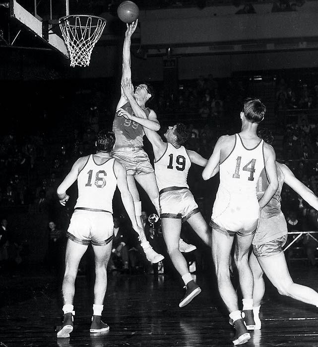 NBA历史上第一个巨星_竟是个高度近视的非选秀球员