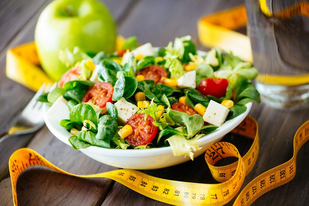 小白可以多吃含铜元素、络氨酸的食物