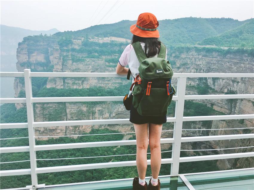 太行天路,在两百米高的玻璃栈道跳一曲优雅的探戈