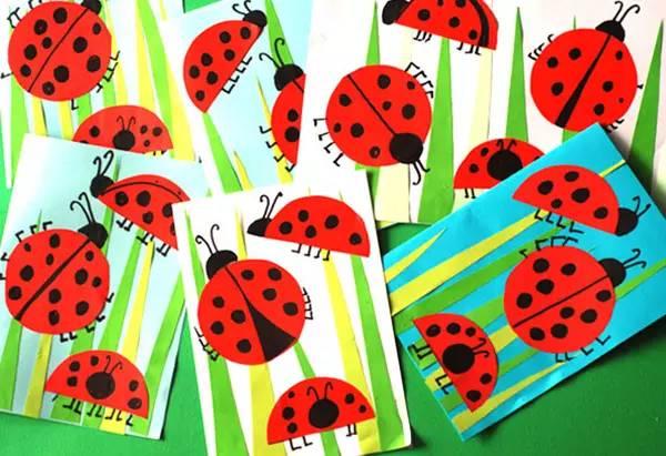 是可爱的小瓢虫拼贴画,对折卡纸,还可以当做贺卡.在跟娃一起做的