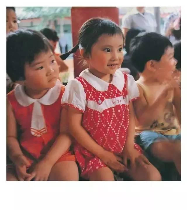 亮二把这些中国孩子的照片带回日本,-80年代,一个日本人 偷拍 的图片