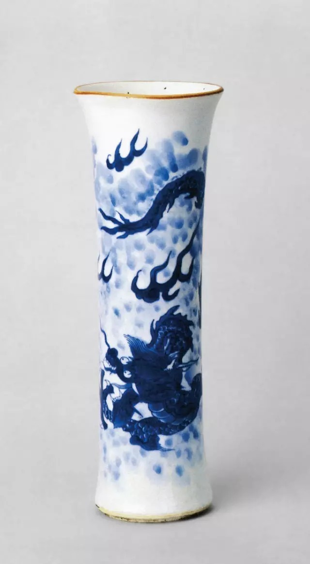 深圳博物苑拍卖行:谈明清时期瓷器龙纹演变史