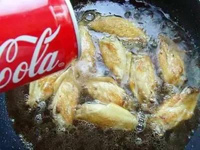 最家常可乐鸡翅的做法_色香味俱全的可乐鸡翅 快来看看收藏起来吧