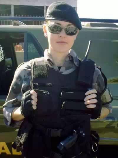 14.荷兰女警,求逮捕啊-19个国家的美女警察,请逮捕我吧