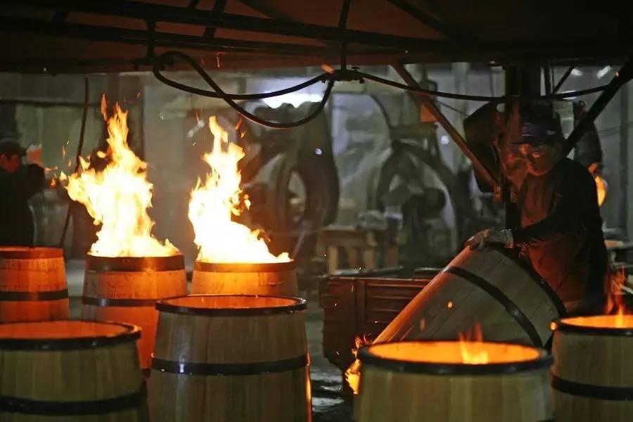 威士忌/威士忌使用橡木桶进行陈酿。