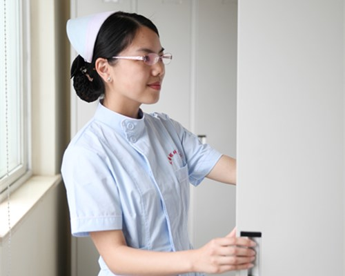 亚洲护士无码_武汉艾格眼科医院护士分享飞秒激光手术经历