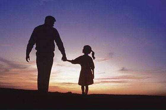 于父爱的表达和歌颂并不如母亲那般直接而明确.其实,父子之情,儿