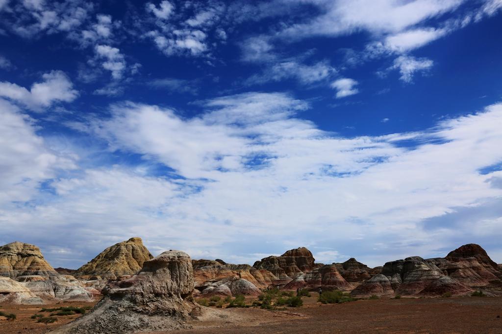 吉木萨尔五彩城,沙漠边缘的奇幻世界