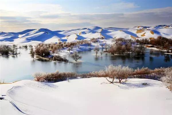 美醉了 新疆的沙漠雪景!