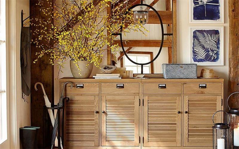 图中的欧式鞋柜以简约风为主,整个鞋柜采用镶嵌式安装手法,使得整个图片