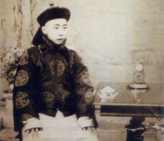 溥儁是/溥儁是端郡王载漪的儿子。