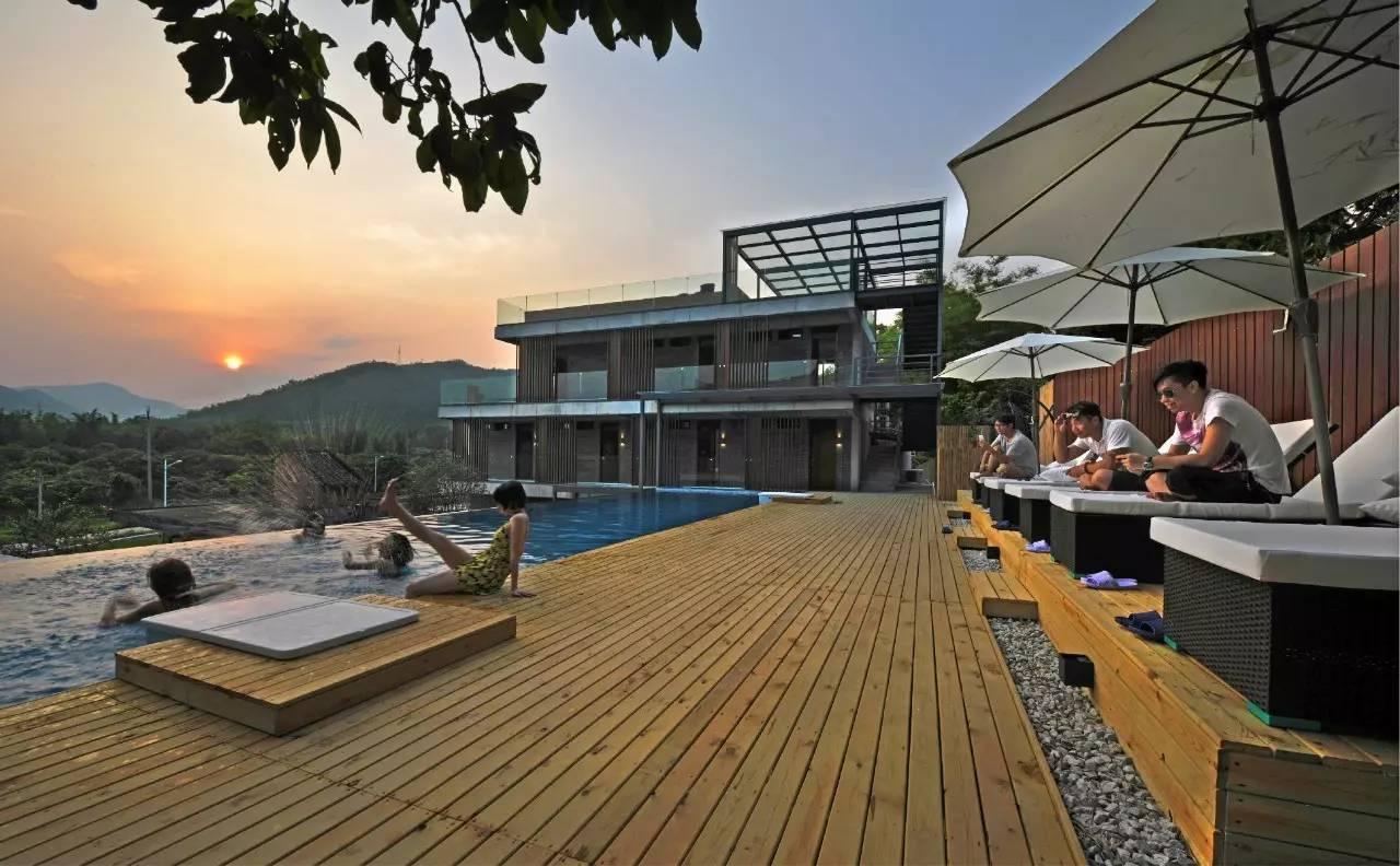 一群疯狂的建筑设计师,把新加坡金沙酒店的无边泳池搬到了广州乡下图片