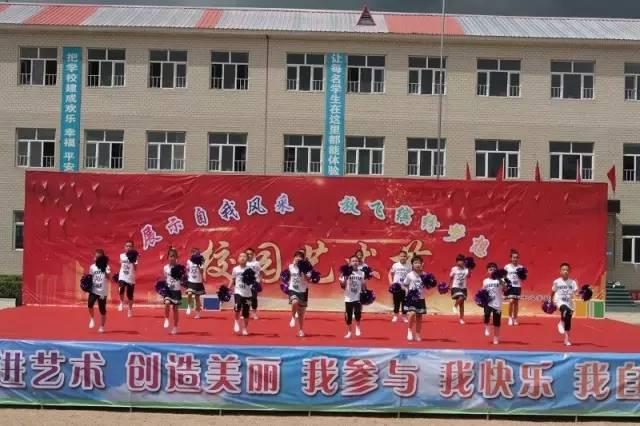 校园 宝清镇中心学校 展示自我风采,放飞缤纷梦想图片