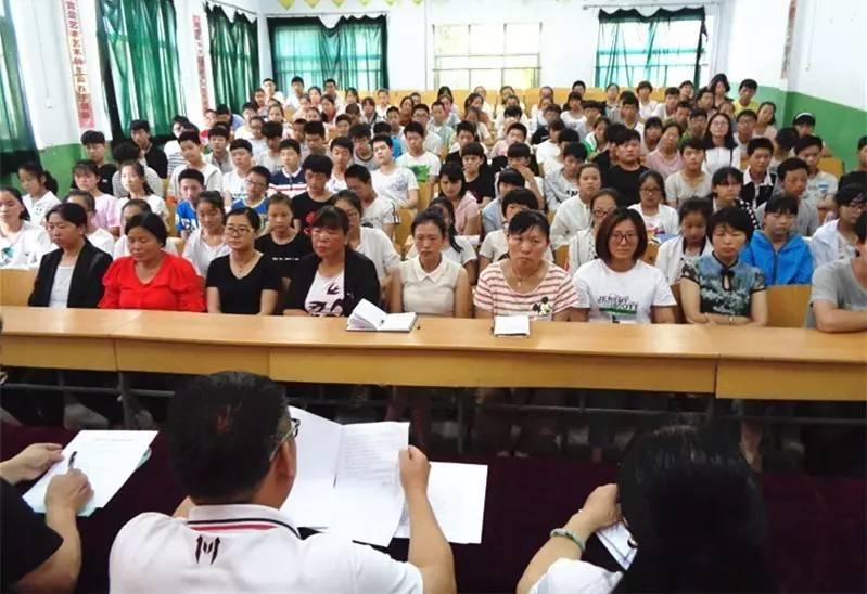 王通中学举行初三学生毕业典礼