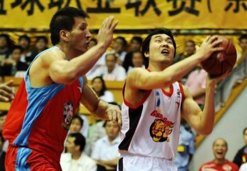 中国篮坛无冕之王_他手握NBA总冠军戒指_却连续三次倒在CBA总决赛
