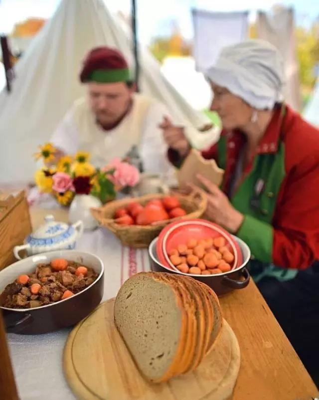 关于俄罗斯奶酪,有一个很有意思的说法:面包,美食,牛奶,土豆和长维也纳隆美食城三楼图片
