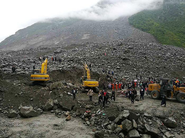 四川茂县山体垮塌上百人被掩埋 村庄被夷为平地 组图