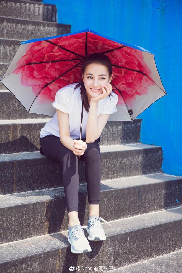 被称倒贴鹿晗 提名白玉兰奖被喷,广告代言却满大街,今年最 黑红 女星迪丽热巴的成名之路