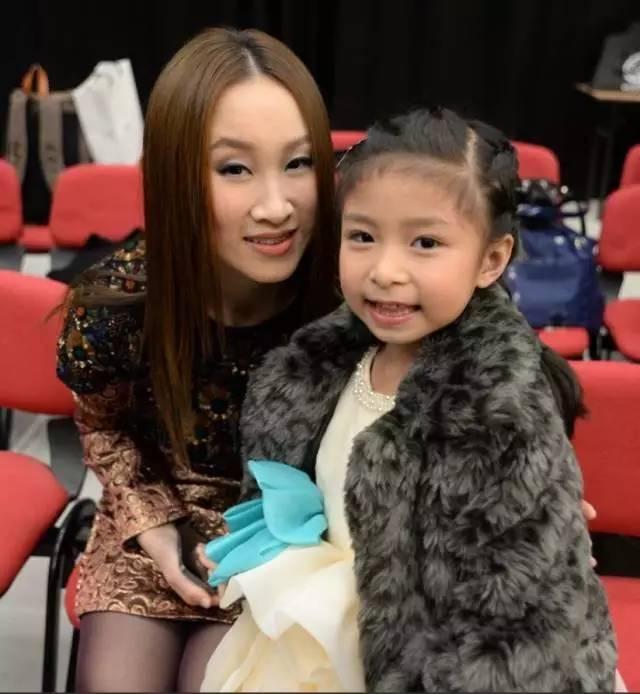 才 9岁中国小女孩一开口,震惊美国达人秀