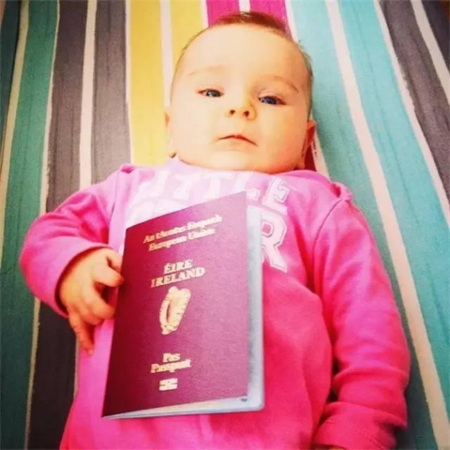 她辞掉工作,带着3个月大的女儿环游世界,成为网红辣妈