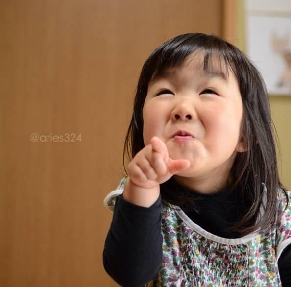 """那么""""傻丫头""""绝对是小棉袄里的暖心小太阳 ▼ 这个日本4岁小姑娘aries图片"""